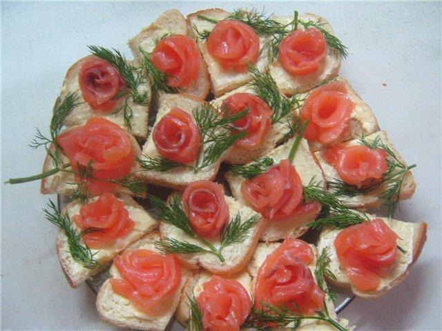 Бутерброды из филе красной рыбы