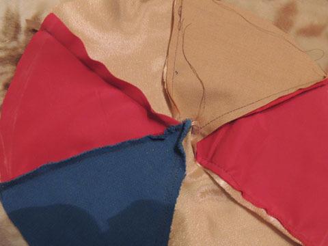 сшиваем кусочки ткани для берета