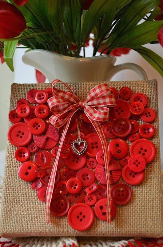 поделка сердце своими руками на день Святого Валентина из пуговиц