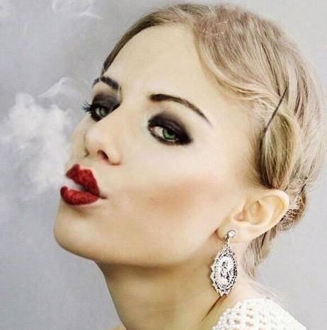 Обнаженная знаменитость Виктория Клинкова на бесплатных фотках и видеороликах