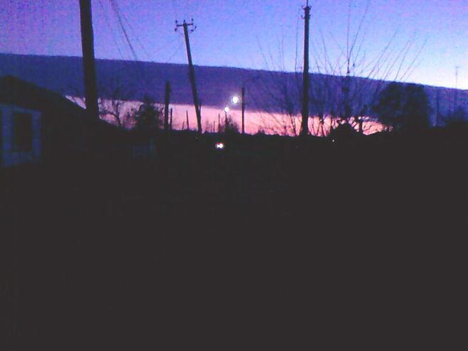 Синяя полоса над горизонтом.