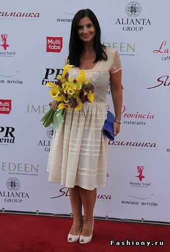 Екатерина стриженова задирает юбку фото 261-161