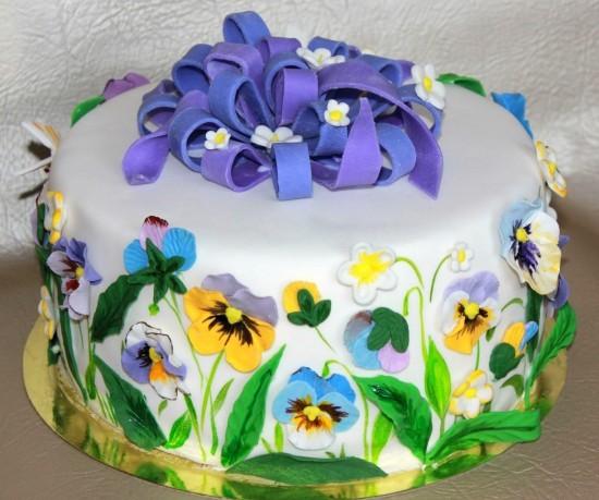 торт с анютиными глазками из мастики