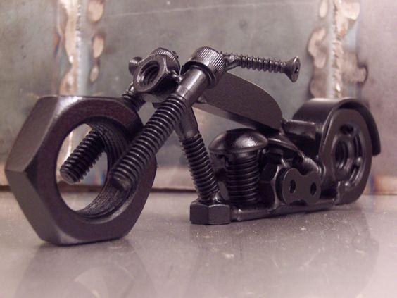 мотоцикл из винтиков