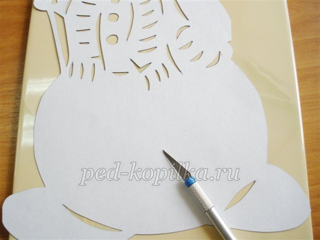 Как вырезать ажурного снеговика из бумаги, салфетки?