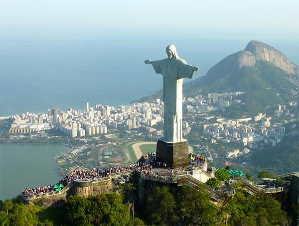 статуя Христа Искупителя в Рио де Жанейро