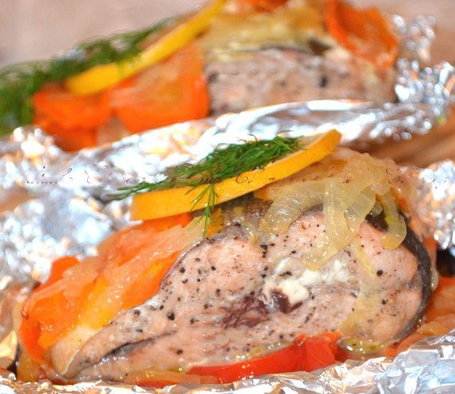 Горбуша в фольге с овощами в духовкеы с фото