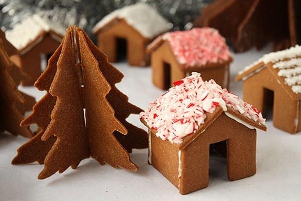 Какие украшения для домика на Рождество? Как собрать из печенья домик? МК?