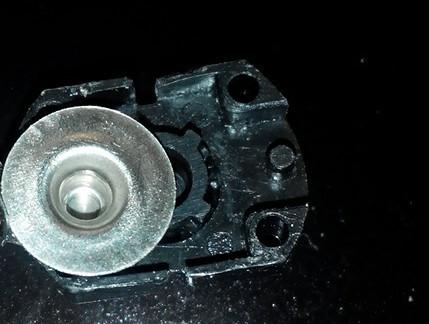 внутренняя часть кнопки фонарика