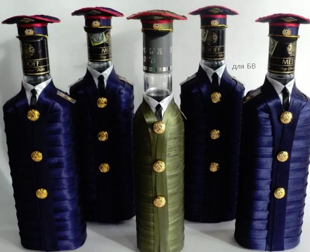 как красиво упаковать бутылку в военную форму