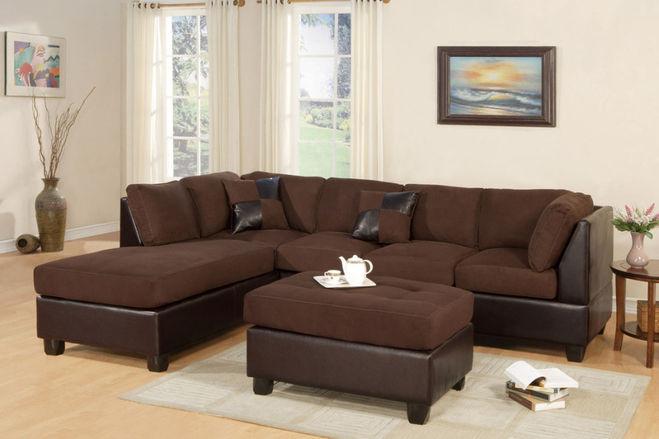 Шоколадный диван в интерьере фото