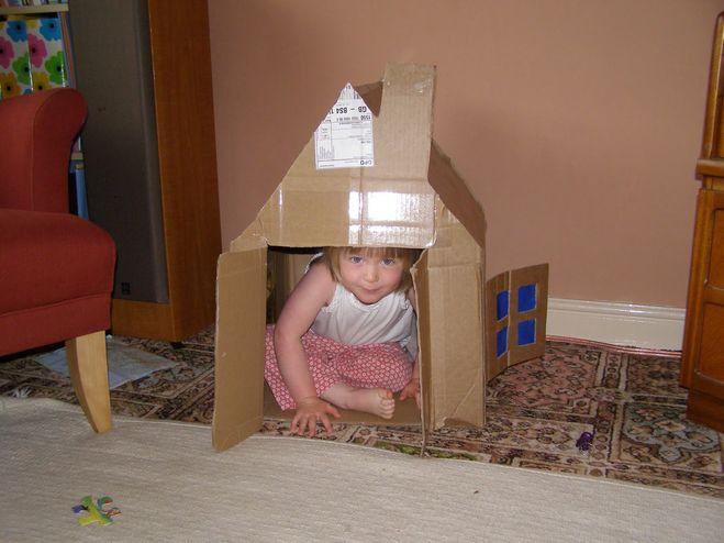 Как сделать из одной коробки сделать домик