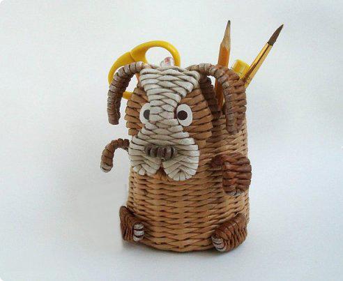собака-коробка из газетных трубочек своими руками