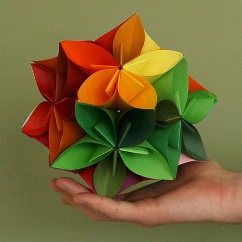 Как сделать своими руками из бумаги шары