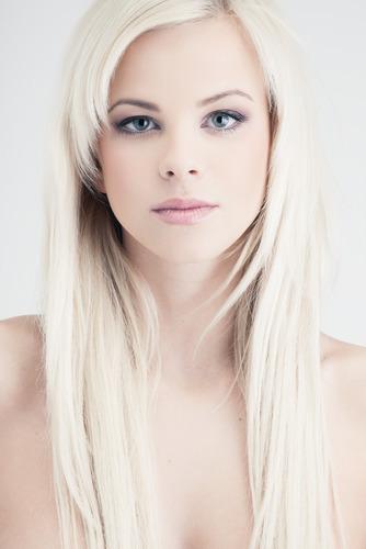 Очень белая кожа какой цвет волос