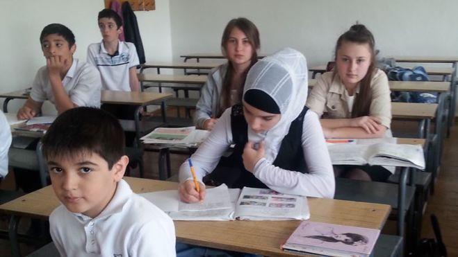 школьницы в хиджабе