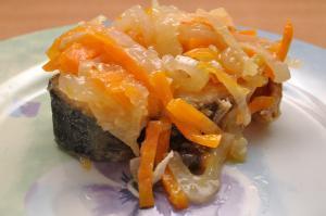 Горбуша с луком и морковью на сковороде рецепт