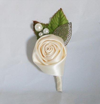 цветы из атласных лент для бутоньерки