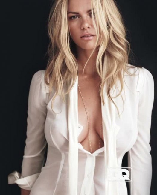 Фото женской груди лапают 5 фотография
