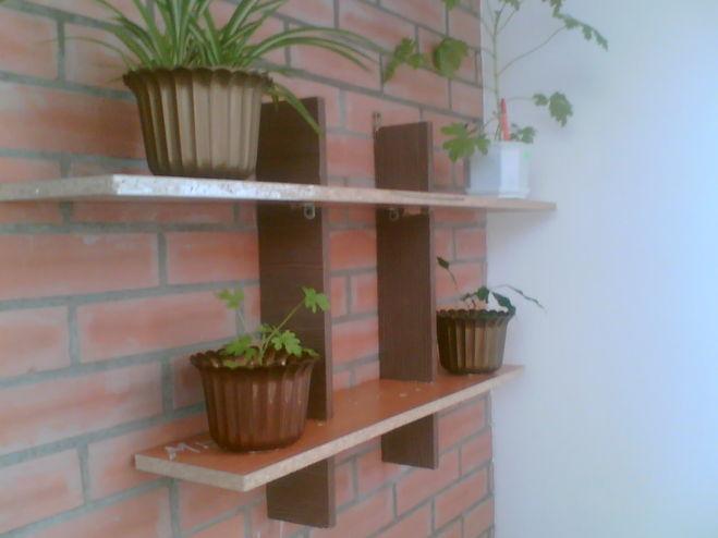 Деревянные полочки для цветов на стену своими руками