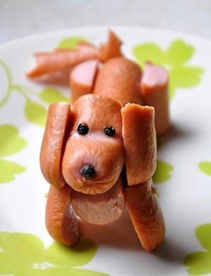 съедобная собака для украшения из сосиски