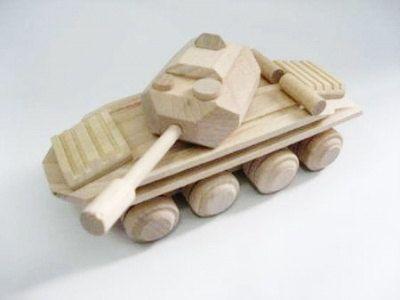 поделка танк дерево игрушка