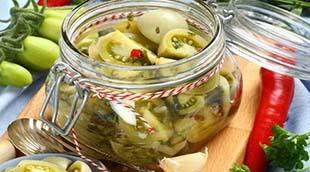 Зеленые помидоры в салате на зиму с чесноком как приготовить, рецепт, фото?