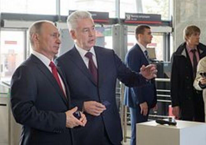 """Думаю, что основная заслуга Собянина - он сразу же начал решать проблему """"транспортного кризиса"""", в чем его всячески и поддерживал Путин. Можно сказать, что их общими усилиями и было открыто Московское центральное кольцо."""