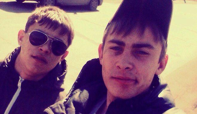 Александр Ергин на фото слева