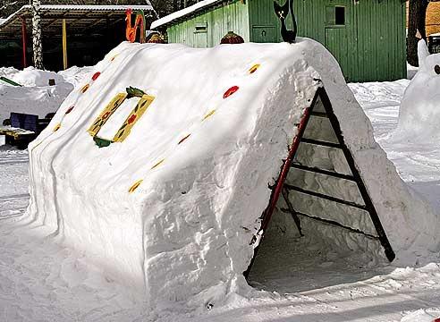 Домик своими руками снежный фото
