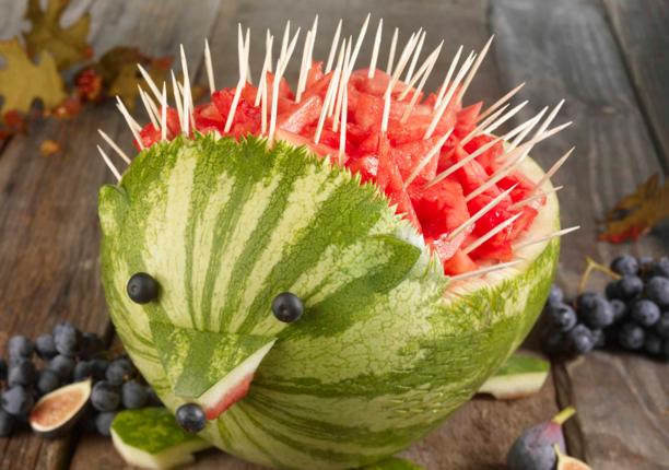 как нарезать арбуз на праздничный стол