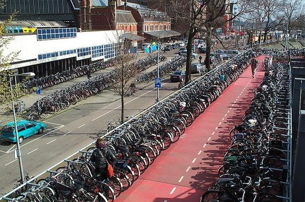 велосипедная парковка, Нидерланды