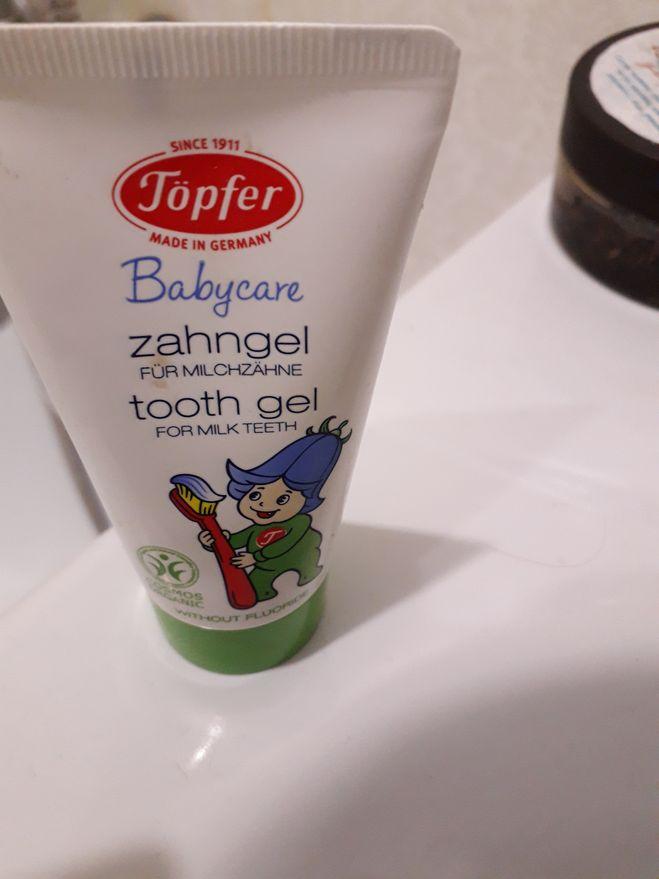 Детская зубная паста Topfer Babycare с экстрактом органической календулы** рассчитана для деток от 4-5 месяцев (или когда появится первый зубик) до 7 лет. Только для молочных зубов.