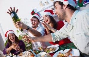Как и чем развлечь, удивить гостей на Новый год 2017?