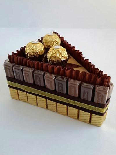 подарок из конфет девушке тортик