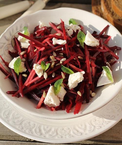 салат из свеклы и груши  с фетой