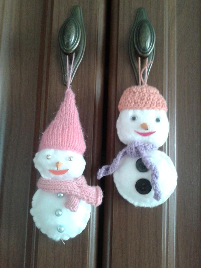 Ёлочные игрушки снеговики своими руками из ватных дисков