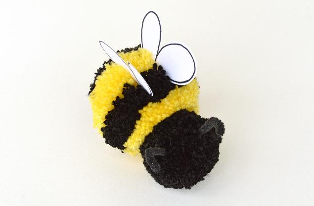 поделка пчела из помпонов