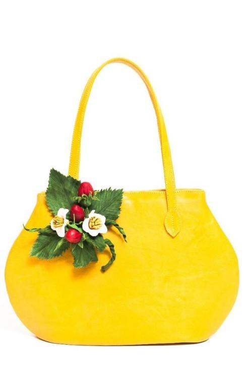 e99a0f4231be Как сделать украшение из фоамирана для сумки своими руками?