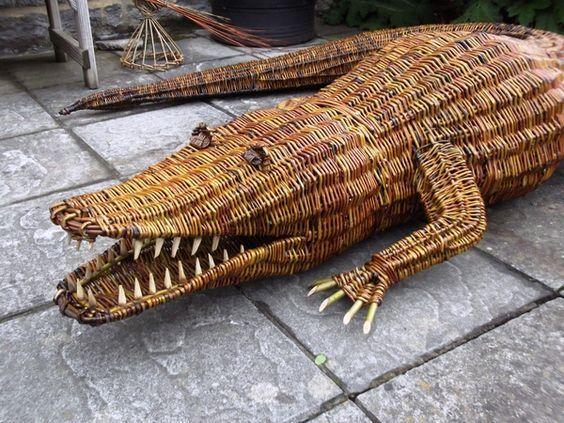 Крокодил своими руками из газетных трубочек