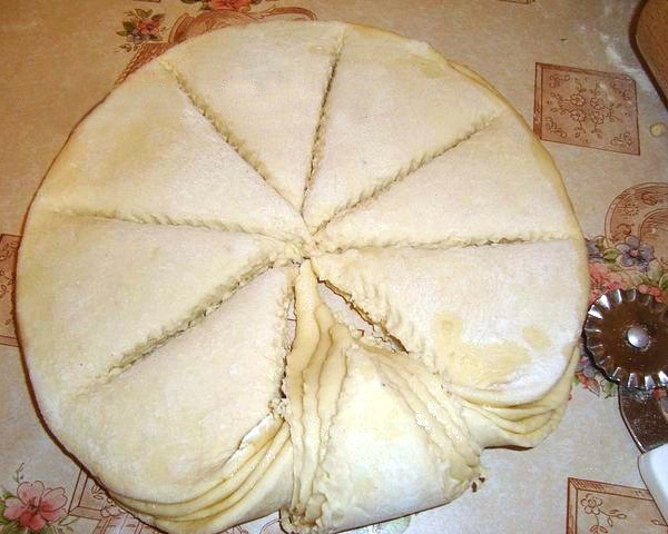 Красивое оформление пирогов из дрожжевого теста