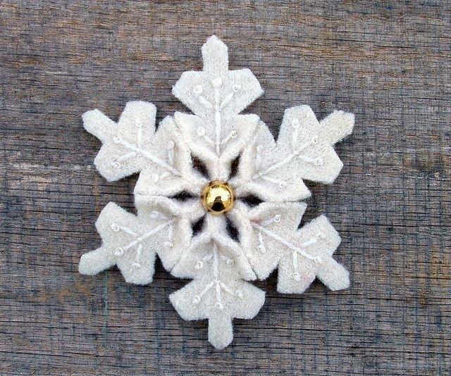 Как сделать снежинки своими руками из ткани