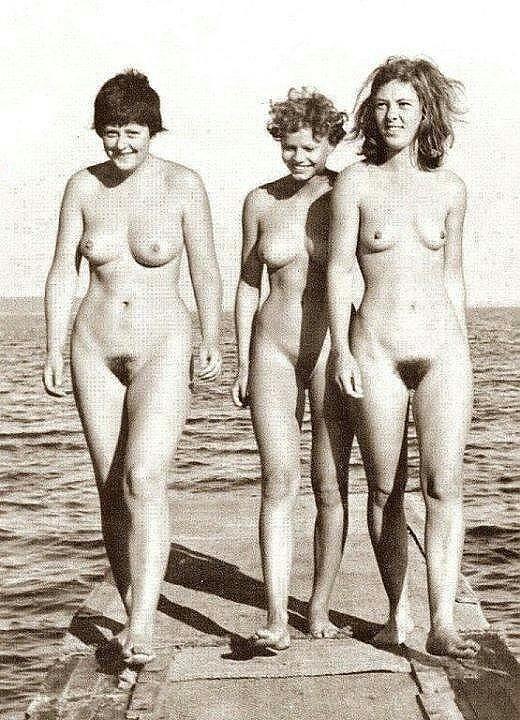 Фотографии обнаженной Ангелы Меркель на нудистском пляже ...