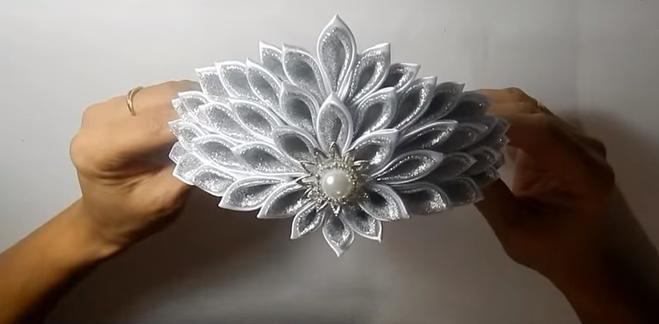 Корона для Снежинки в технике канзаши