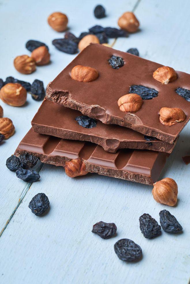 Шоколад с изюмом