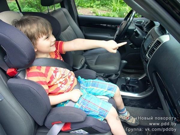 Можно ли ребенка сажать на переднее сидение в кресло 235