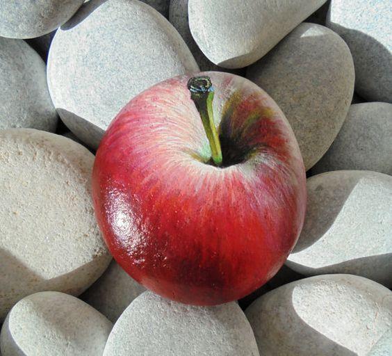 поделка раскрашивание камней яблоко