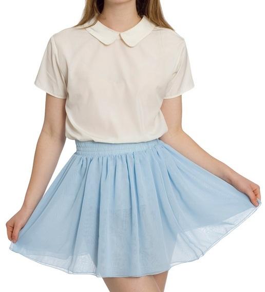 картинка девушки в голубой юбке и белой кофте