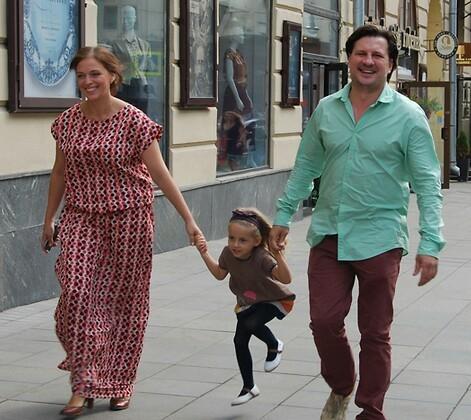 Нелли Уварова с семьей: дочкой и мужем