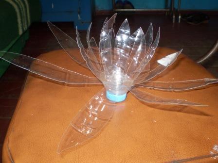 Лотос из пластиковых бутылок